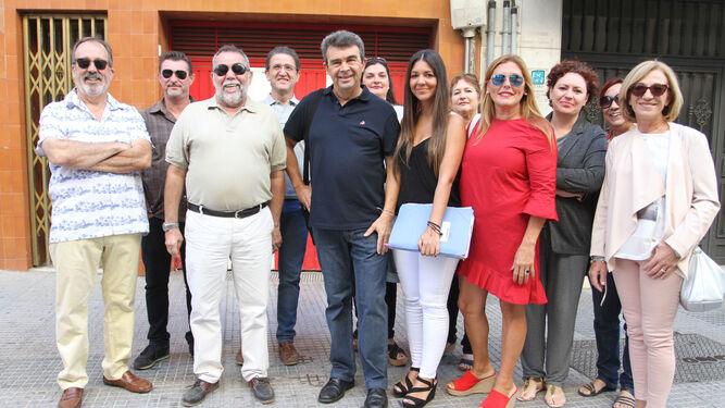 José Martín junto a miembros de su candidatura, minutos antes de comparecer ante los medios de comunicación.