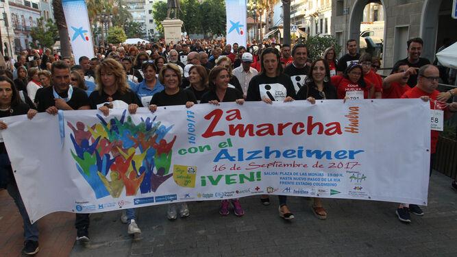 La cabeza de la marcha sale de la Plaza de las Monjas.
