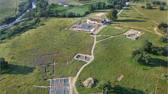 Vista aérea de la zona arqueológica en la Sierra de Aroche.
