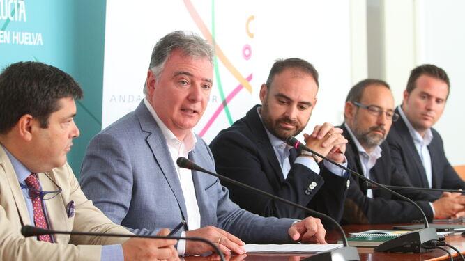 El delegado de la Junta en Huelva, Francisco José Romero en rueda de prensa esta mañana.