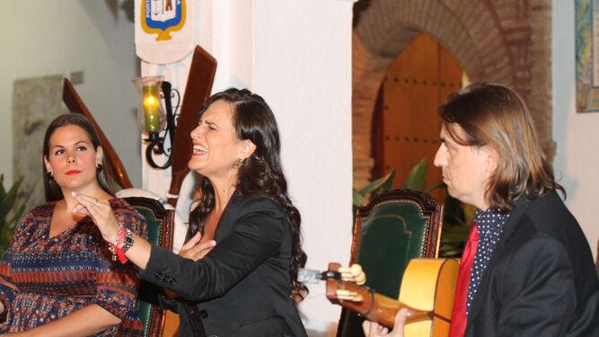 Regina, en plena interpretación junto a Mari Ángeles Cruzado y Antonio Dovao.