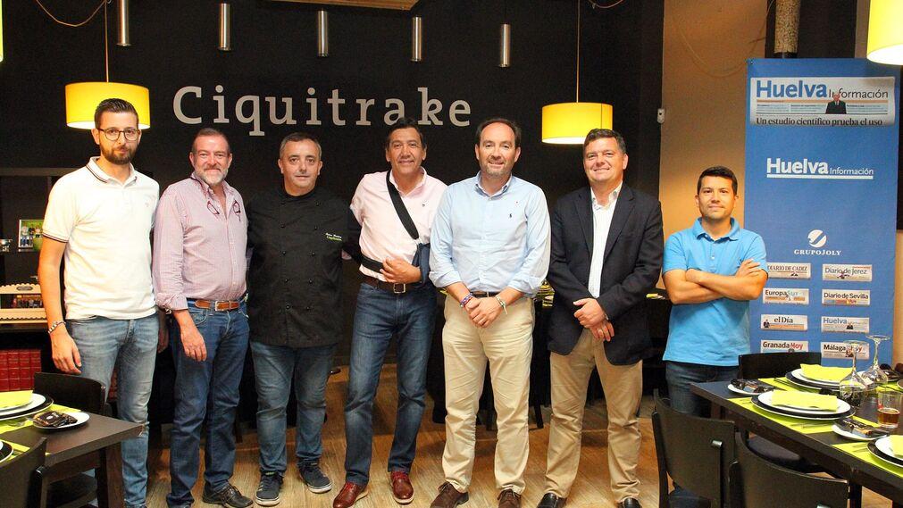 Imágenes de Manolo Zambrano y José Fernández en la tertulia deportiva de Huelva Información.