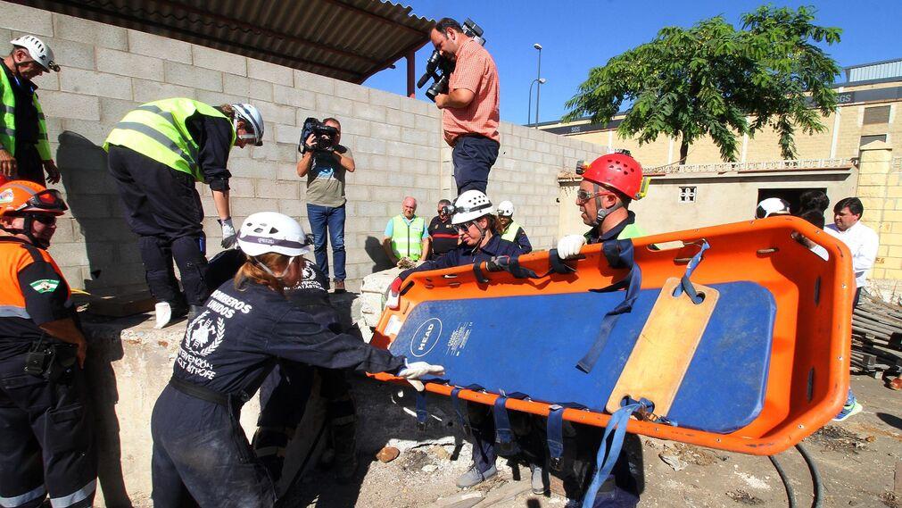 Imágenes del simulacro realizado por Bomberos Unidos sin Fronteras.