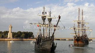 Imágenes de la Parada Naval ante el Monumento a la Fe Descubridora que han ralizado las réplicas del Galeón Andalucía, la Nao Victoria y la Carabela Boa Esperanza.