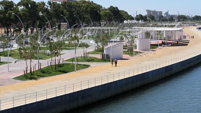 Panorámica del gran bulevar construido en la margen izquierda de la Ría del Odiel.