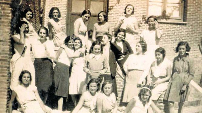 Alumnas de la Residencia de Señoritas, en uno de los pabellones de la Residencia masculina, durante el  curso 1930-1931.