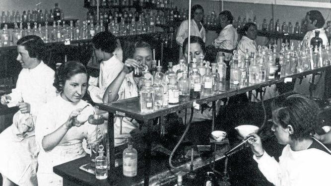 El Laboratorio Foster de la Residencia de Señoritas, hacia 1930.