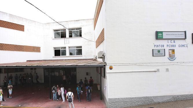 Fachada del IES Pintor Pedro Gómez, donde falta un profesor.