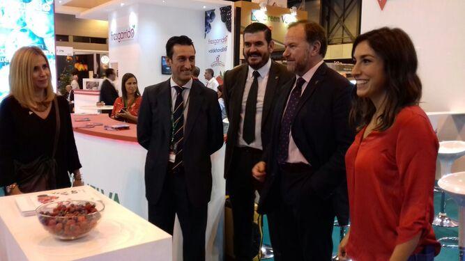 La bloguera gastronómica Alma Obregón, con José Luis García-Palacios y Pedro Marín.