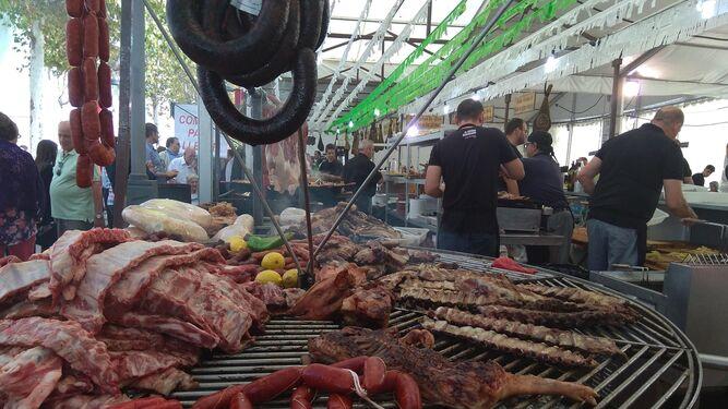 Productos del cerdo ibérico que se ofrecen en la muestra.