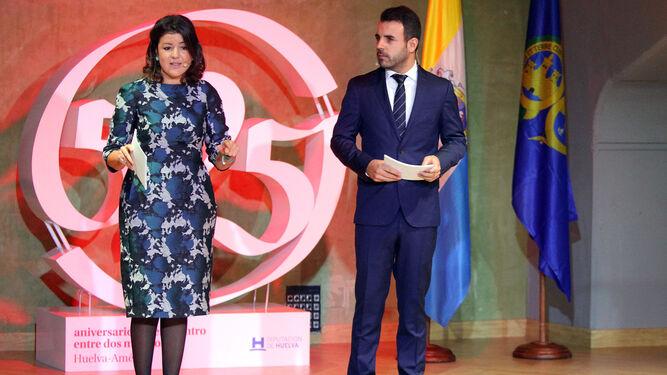Los presentadores, los periodistas Inmaculada León y Francisco Barbosa.