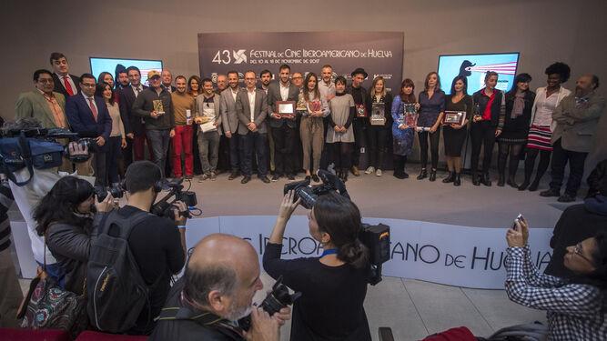 Foto de familia de los premiados con los galardones no oficiales de la 43 edición del Festival de Cine Iberoamericano, entregados en la mañana de ayer en la Casa Colón.