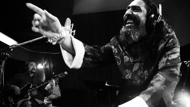 Diego El Cigala, en una imagen del documental 'Indestructible. El alma de la salsa'.