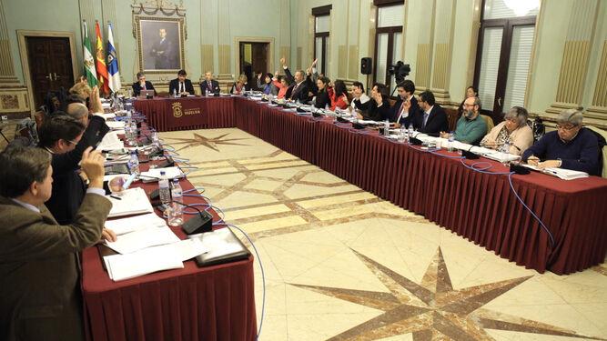 La Corporación, durante la votación de uno de los puntos del orden del día.