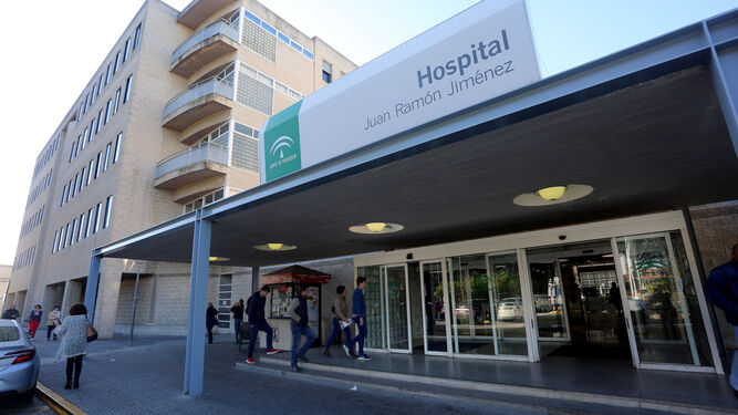 Entrada principal del Hospital Juan Ramón Jiménez de Huelva.