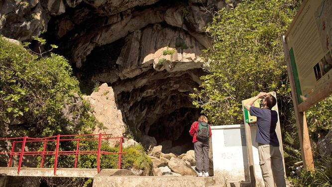 Entrada de la Cueva del Gato, en Benaoján.