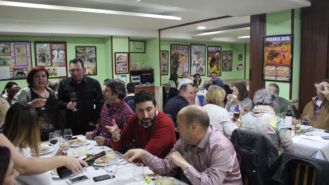 Un grupo de amigos disfruta de una cena durante el puente de la Inmaculada que acaba de terminar, en un local de la provincia.