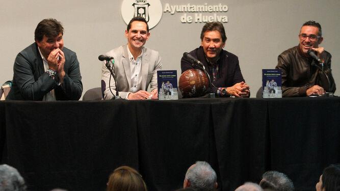 Gabriel Cruz, Juanma Garrido, Manuel Zambrano y Joaquín Cabanillas, ayer en el Salón Rojo de la Casa Colón.