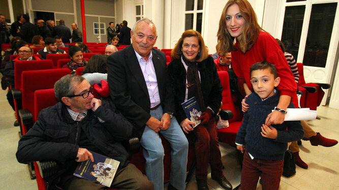 Juanma Garrido firma un ejemplar a Antonio La O.