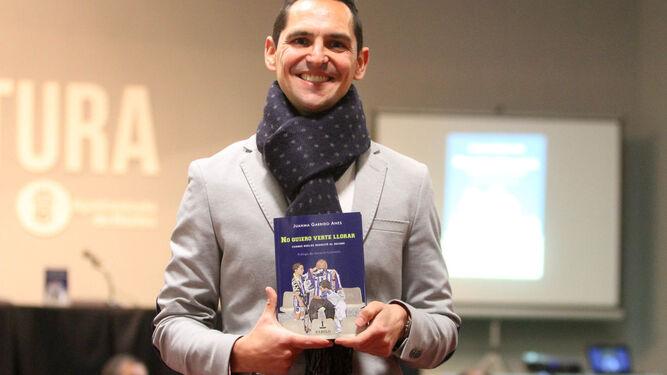 Numeroso público asistió a la presentación del libro.