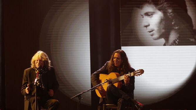 José Mercé y Tomatito homenajearon a Camarón durante su actuación.