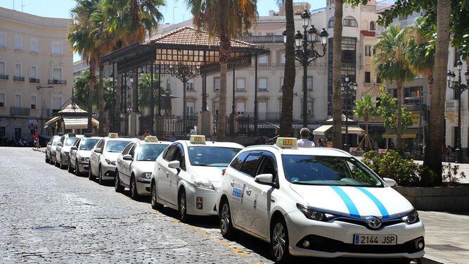 Taxis en la parada de la Plaza de las Monjas.