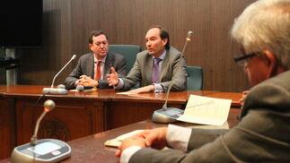 Imágenes de la inauguración del VI Encuentro con los Jueces y Secretarios de Paz de la provincia de Huelva, organizado por la Audiencia Provincial.