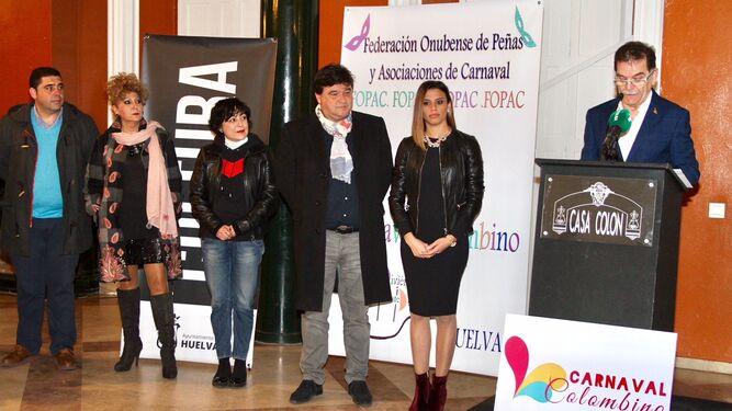 Antonio Hierro, durante su intervención en la presentación oficial del Carnaval Colombino, que contó con la presencia del alcalde, Gabriel Cruz.