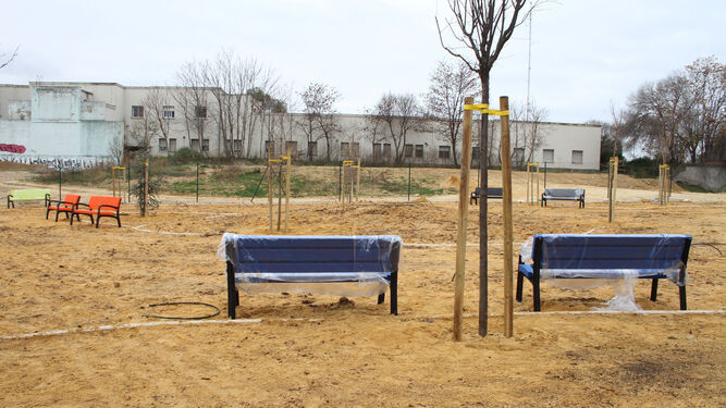 Moderno mobiliario público, en la zona de estancia.
