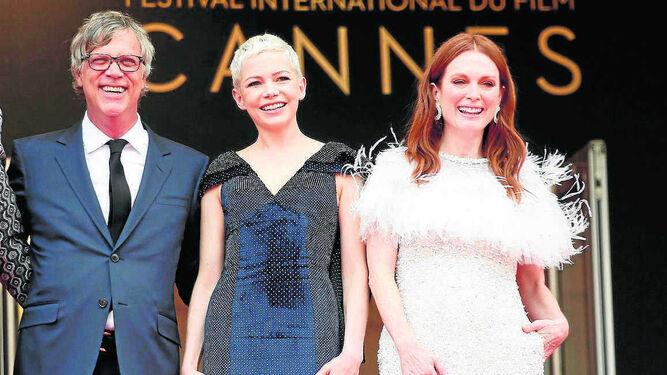 Todd Haynes, acompañado de Michelle Williams y Julianne Moore, en la presentación del filme en Cannes.