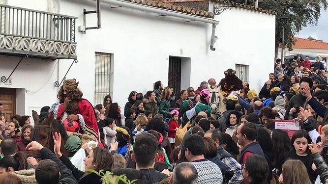 Los Reyes Magos a caballo en la Cabalgata de Puerto Moral