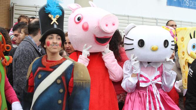 El soldadito de plomo, Peppa Pig y Hello Kitty animan el cortejo.
