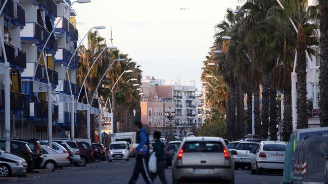 Panorámica de la avenida Federico Silva Muñoz de Isla Cristina, con la Gran Vía al fondo.
