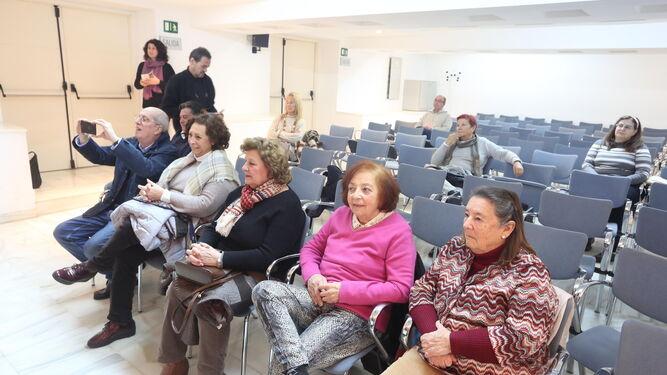 El Salón de Actos acogió la presentación del libro 'Trabajo sucio'.