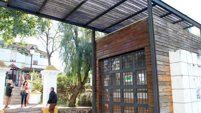 Punto de Información Turística del Barrio Obrero, ubicado en una de las entradas de la barriada, en la avenida Alcalde Federico Molina Orta.