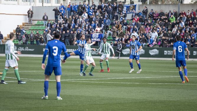 Imagen de parte de la afición onubense en la Ciudad Deportiva Luis del Sol