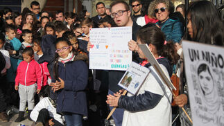 Imágenes del Acto en la plaza de Las Monjas  de alumnos de diferentes centros, por día de la No violencia y la paz