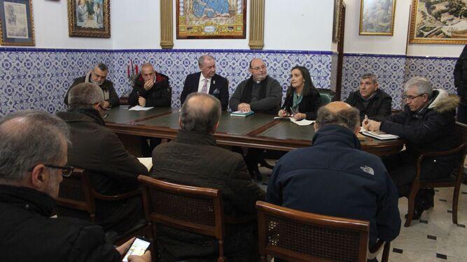 El pleno del Consejo recibió ayer a la subdelegada del Gobierno, Asunción Grávalos, al comisario de la Policía Nacional y al jefe de la Policía Local.