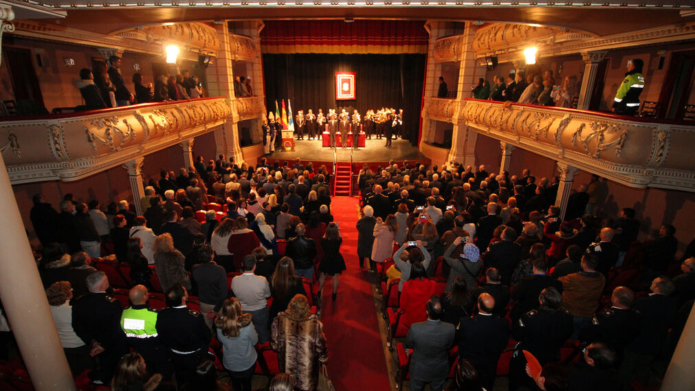 Imágenes del acto de entrega de condecoraciones de la Policía Local de Huelva