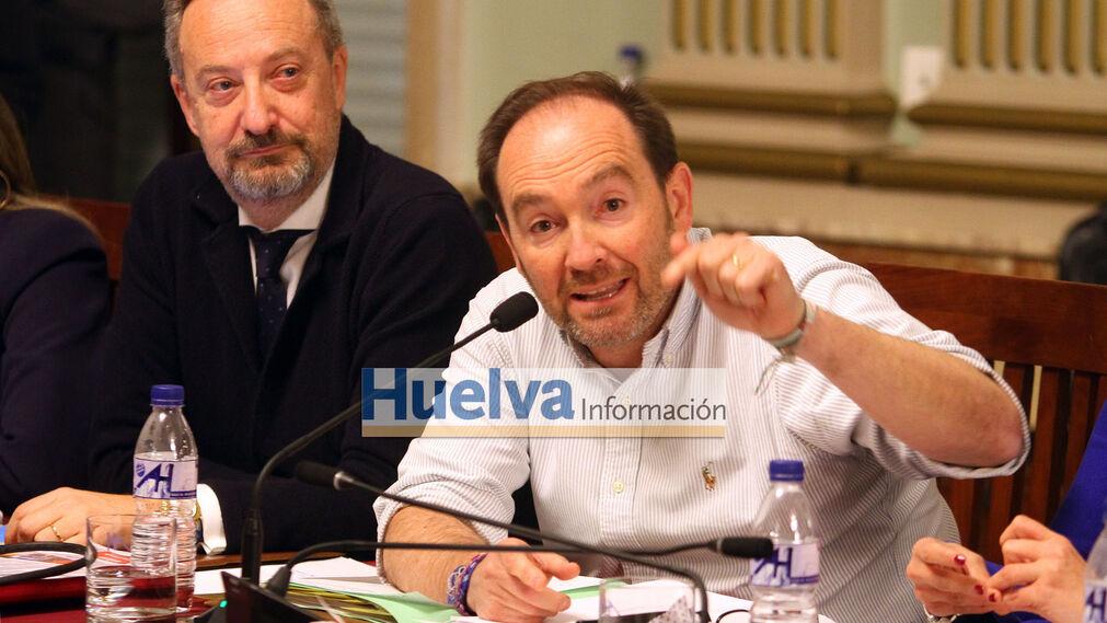 Imágenes del pleno en el ayuntamiento de Huelva para aprobar el pago de la deuda del Recre con Hacienda.