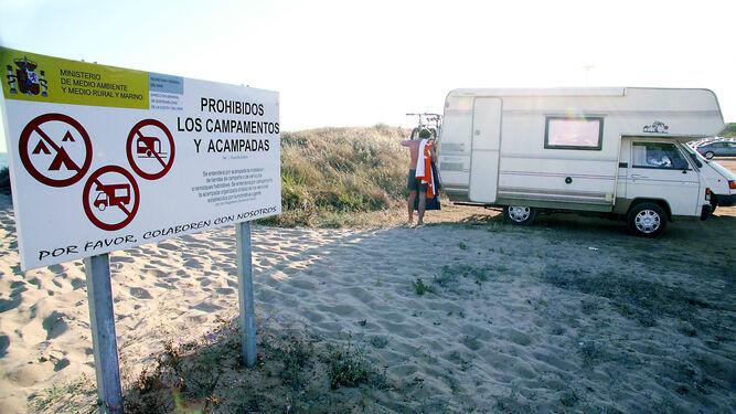 La acampada ilegal es uno de los principales problemas que sufre el sector de los campings.