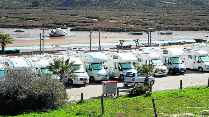 Una 'quedada' de autocaravanas en la Ribera de Cartaya.
