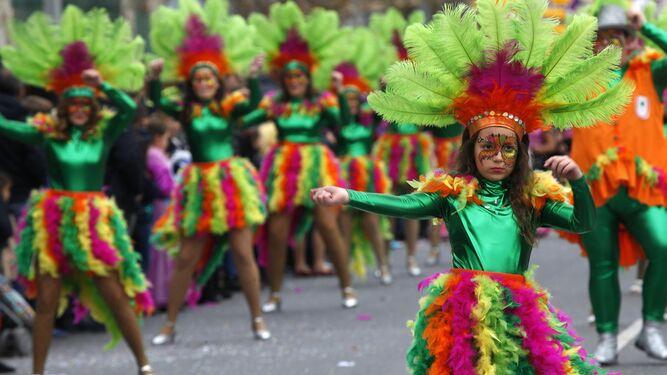 Varias escenas de la vistosa cabalgata celebrada ayer en Isla.