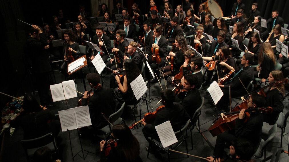 La Asociación de Industrias Químicas, Básicas y Energéticas de Huelva (Aiqbe) organiza un concierto que corre a cargo de la Orquesta Sinfónica del Conservatorio Profesional de Música de Huelva 'Javier Perianes'