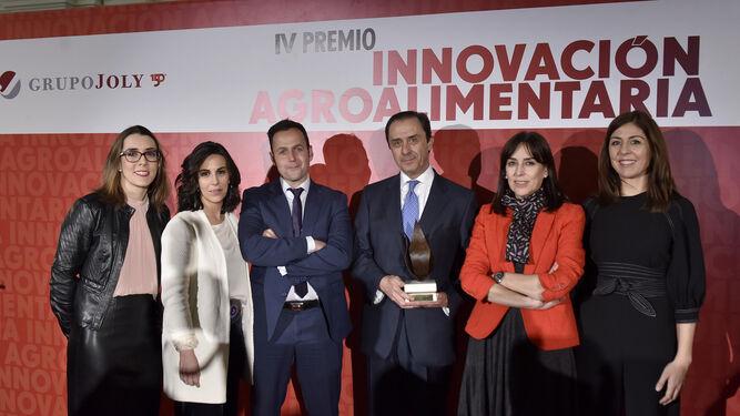 Foto de familia de miembros de Covap: Manuela Pozuelo, Concha Moyano, José Antonio Risquez, Ricardo Delgado Vizcaíno, Petra Torrico y Raquel Santos.