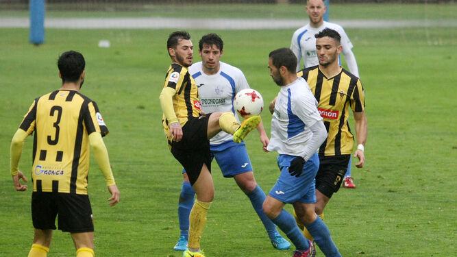 Los jugadores del conjunto lepero fueron muy superiores al rival y cuajaron un gran encuentro ante el Alcalá.