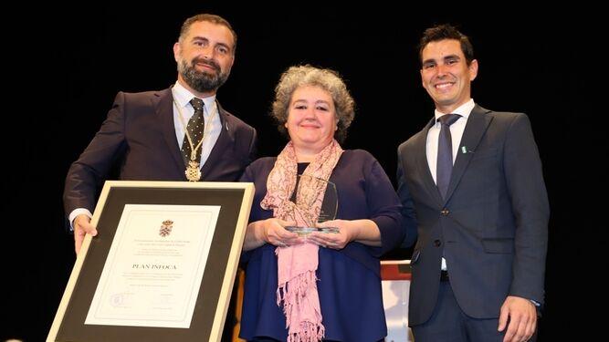 Foto de familia de los homenajeados.