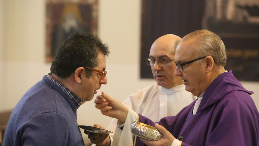 Imagenes de la misa de acción de gracias por el aniversario de la cuadrilla de costaleros