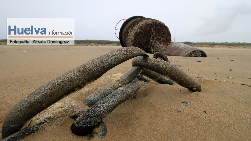Imágenes del temporal de viento y lluvia en la playa de La Bota