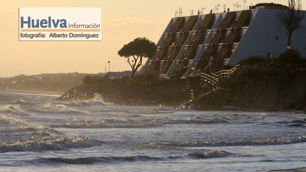 Imágenes de la playa de El Portil tras el temporal